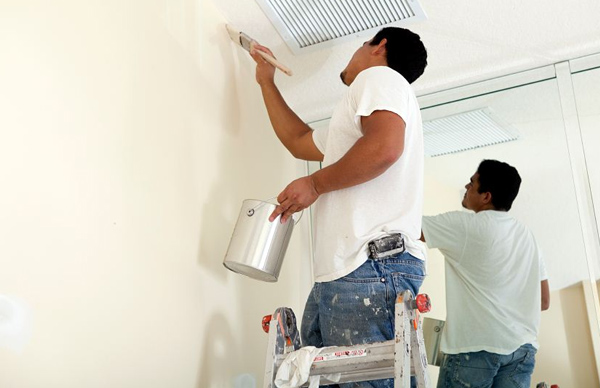 Hiring a Professional Warehouse Painter in Desert Camp, CA